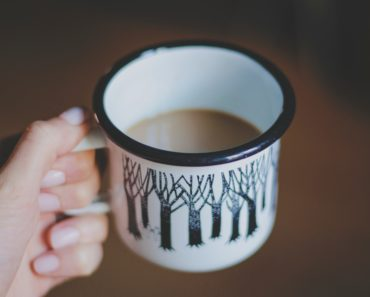 Photo of cup of tea by sylwia-bartyzel-87907-unsplash